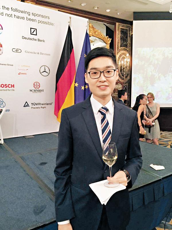 ■主張「港獨」的「香港民族黨」召集人陳浩天周四應邀出席德國駐港總領事館舉辦的「德國統一日」酒會。 fb截圖