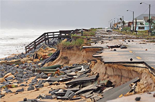 ■沿海道路被「摧毀」。 美聯社
