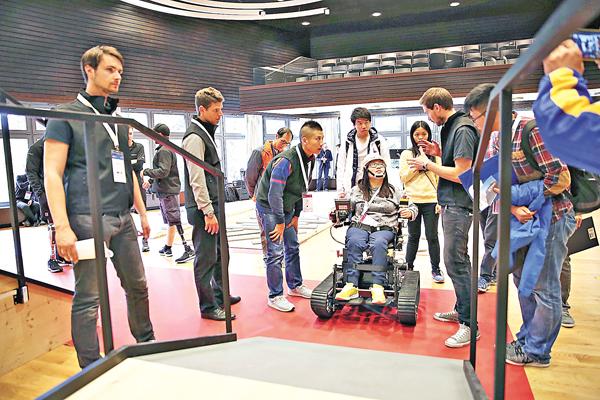 ■吳楚如在電動輪椅賽中奪得銀牌,更是唯一獲獎的女子運動員。香港科技園公司供圖