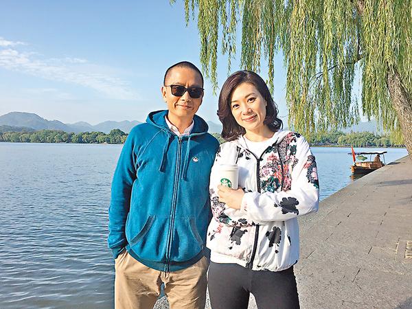 ■張可頤和謝君豪在西湖邊拍攝。