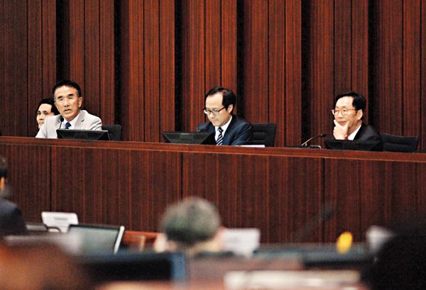 ■陳健波(右)當選財委會主席,田北辰(左)當選副主席。 梁祖彝 攝