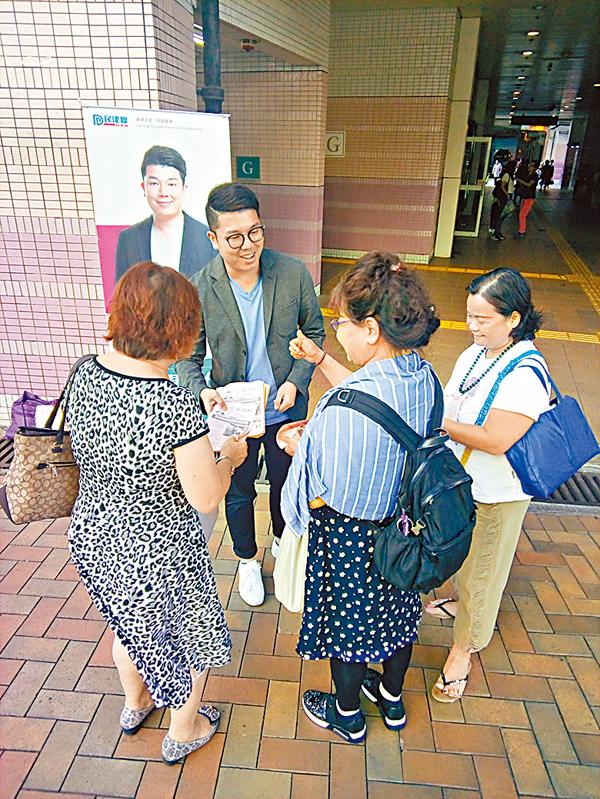 ■劉國勳與市民交流。受訪者供圖