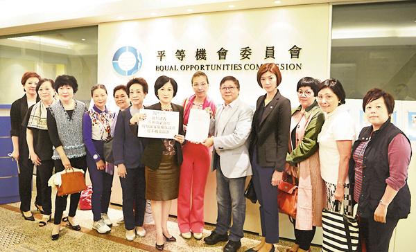 ■葉劉淑儀、容海恩及市民代表,與平機會主席陳章明就「雙邪」宣誓事件作出投訴。