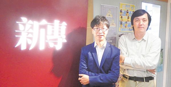 ■馮應謙(左)與李立�腄]右)預計新課程的收生分數將稍高於傳統傳播課程。 姜嘉軒  攝