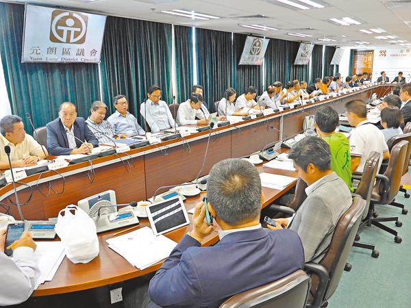 ■元朗區議會昨日開會討論橫洲發展計劃。 岑志剛 攝