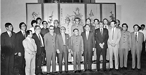 ■鄧小平當年已多番闡述「愛國者治港」原則。圖為1984年鄧小平會見香港工商界訪京團。 資料圖片