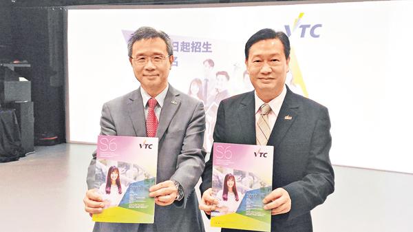 ■鍾志杰(左)及余國柱指職訓局2017/18學年將新辦五項高級文憑課程。 姜嘉軒 攝