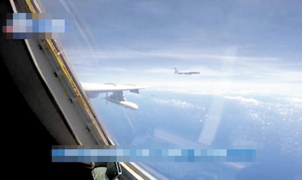 空军战机飞越巴士海峡宫古海峡