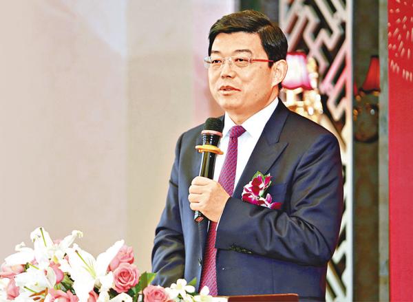 ■王振民昨接受本報記者採訪時指,「港獨」話題持續太久,已嚴重影響香港對外形象及繁榮穩定。 郭若溪  攝