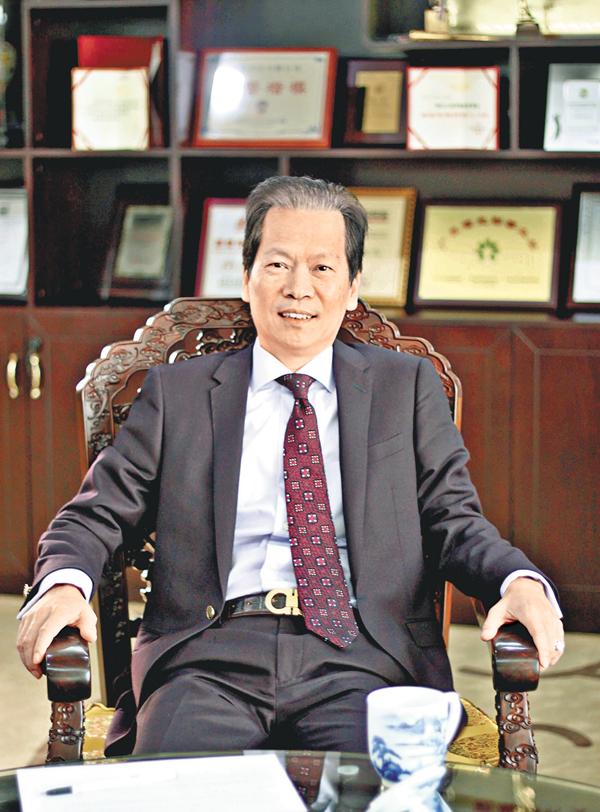 ■陳紅天認為,在回歸之前,香港根本沒有民主可言,港人應該對此有清醒認識。改革開放後,香港扮演了「超級聯繫人」的角色,背靠祖國,贏得了發展機會。  熊君慧  攝