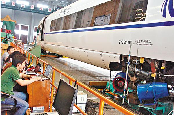 ■理大鐵路工程跨學科研究團隊進行高速列車智能振動控制的研究。 理大供圖
