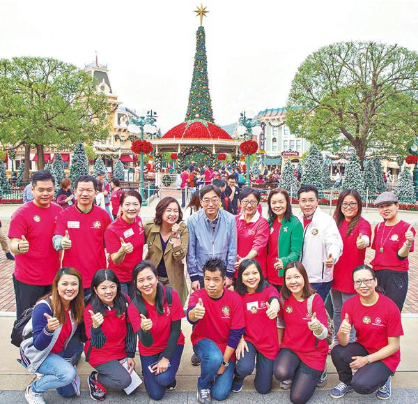 ■九龍婦女聯會邀青年義工同遊迪士尼。