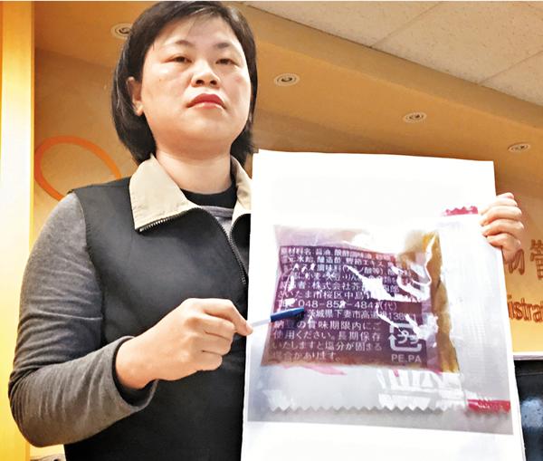 ■台食藥署北區管理中心科長吳明美在記者會上表示,該醬油包在邊境檢驗與食藥署送原能會檢驗都未驗出輻射反應,目前業者已停售下架。 中央社