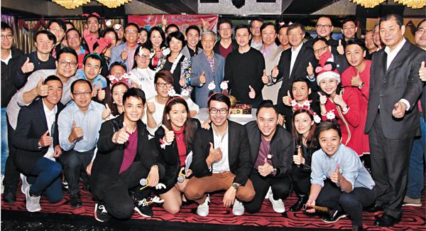 ■九龍東區各界聯會聖誕聯歡,賓主歡聚喜迎佳節。  邵萬寬  攝