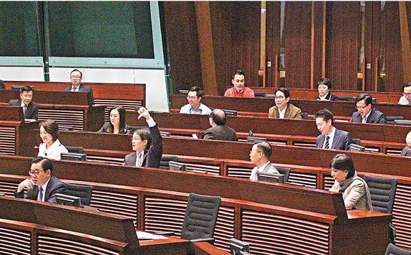 ■立法會昨日例會否決陳志全不得就譴責議案採取任何行動的動議。 劉國權 攝