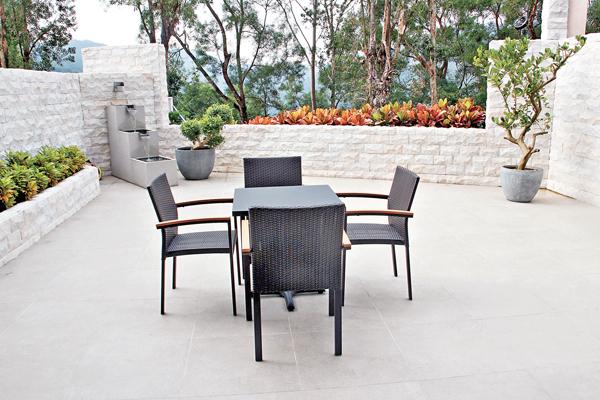 ■全屋混入多項風水元素,如花園設計了寓意流水的水池。