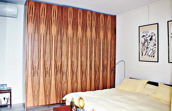 ■所有門和衣櫃都採用蘋果木,紋路設計比較特別。