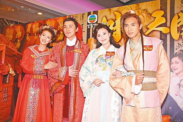 ■(左起)蔡思貝、洪永城、朱晨麗和黃子恆昨日穿古裝宣傳《味想天開》。