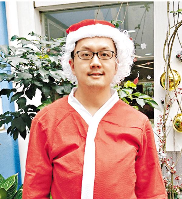 ■黃建瑋今年首次扮演「聖誕老人」。 趙虹 攝