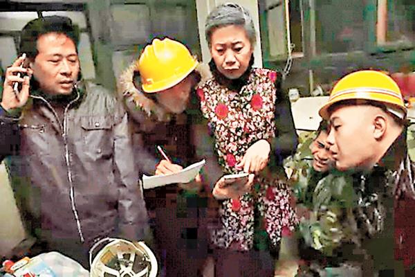 ■房東大媽在春運期間幫助農民工租客搶票,被身邊人稱為「中國好房東」。 網上圖片