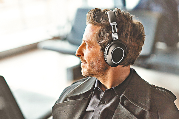 ■PXC 550無線耳機採用人體工學設計,佩戴舒適。
