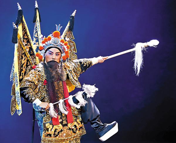 ■中國戲劇梅花獎獲得者、揚劇表演藝術家李政成在新編大型歷史古裝揚劇《史可法-不破之城》中表演。