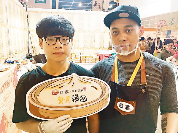 ■陳先生表示,首次參展美食節市民反應良好,大收宣傳效用,認為明年會再參與。翁麗娜  攝