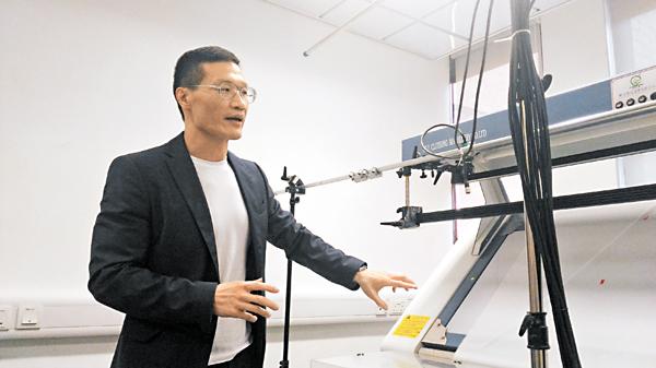 ■黃偉強設計多套AI系統為紡織製衣業提升管理、品質及生產效率。 姜嘉軒  攝