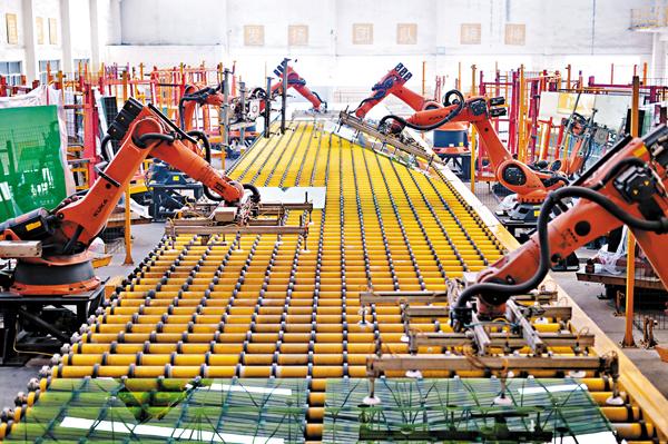 ■有研究報告指,10年至20年後AI將會取代近半人類工種。圖為內地工廠生產線。 資料圖片