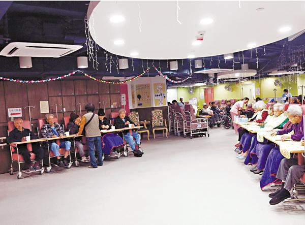 ■護老院開揚設計方便長者活動及護理員監察。   殷翔  攝