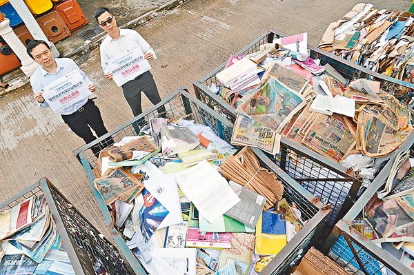 ■中文大學去年率先開展「廢料收費和廢料審計」試行計劃。左起:范佐政、林耀華。 梁祖彝 攝