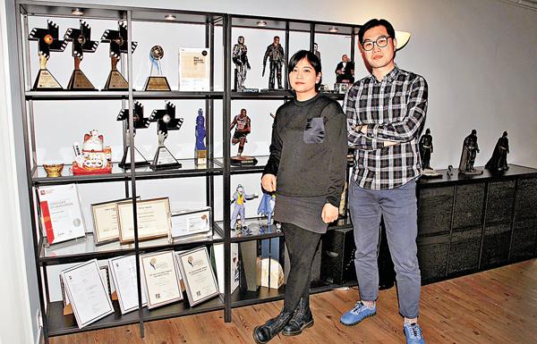 ■影陶士媒體創作創辦人何振宇(右)和賴欣妍。 張偉民  攝