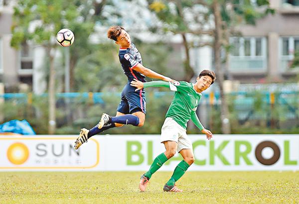 ■李毅凱(左)將助傑志踢賀歲盃。 新華社
