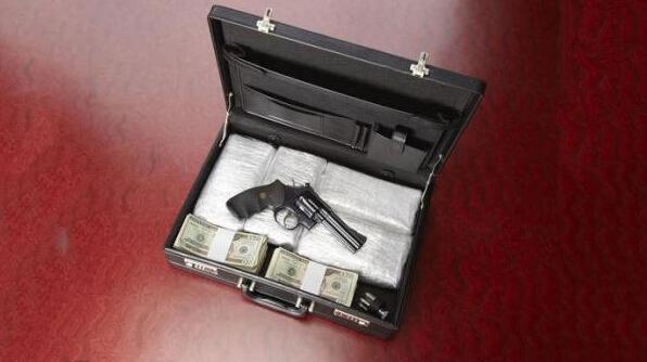 警方從車上搜出古柯鹼(一級毒品)與槍枝,當場逮捕周立波與另一男子唐爽(Shuang Tang,音譯),將於20日受審。
