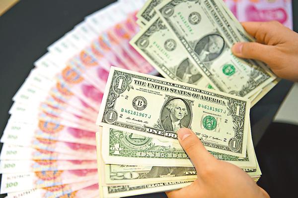■余永定稱中國如死守住匯率的話,外匯儲備消耗非常巨大,人民幣貶值壓力反而更大。 資料圖片