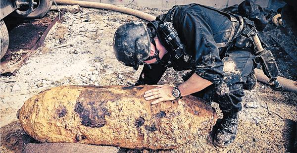 ■西區薄扶林道一地盤昨發現一枚500磅重巨型戰時炸彈。