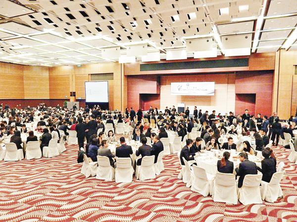 ■浸大昨日在會展舉行僱主午餐會,吸引約600名學生、教職員及來自不同界別的僱主出席。 黎忞攝