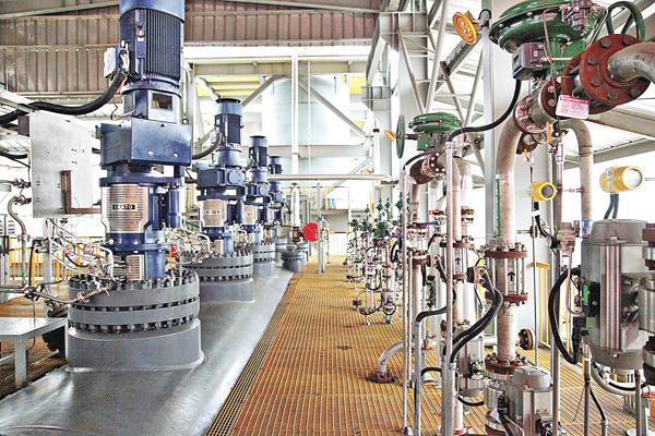 ■紫金礦業日前建成投用的「加壓預氧化」系統裝置。