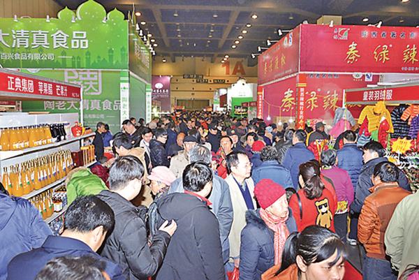 ■鄭州精品年貨博覽會現場火爆。馮雷 攝