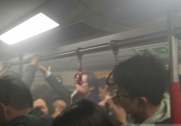 港鐵車廂著火及冒煙