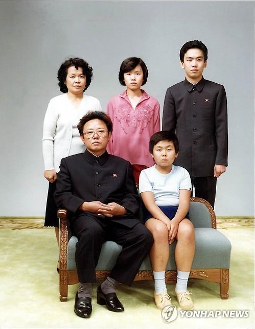 金正日家庭合影,拍攝于1981年8月。圖片來源:韓聯社官網