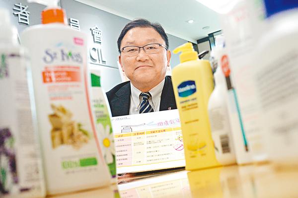 ■消委會研究及測驗小組主席黃錦輝提醒,並非所有潤膚乳都適合嬰幼兒使用。  梁祖彝  攝