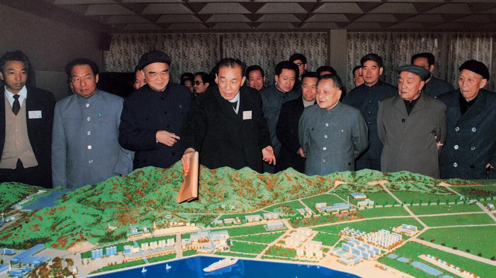 1984年1月26日,鄧小平視察蛇口工業區。受訪者供圖