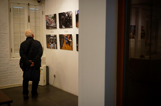 不少老人家前來參觀展覽,懷舊「叮叮」時光(記者林可欣攝)