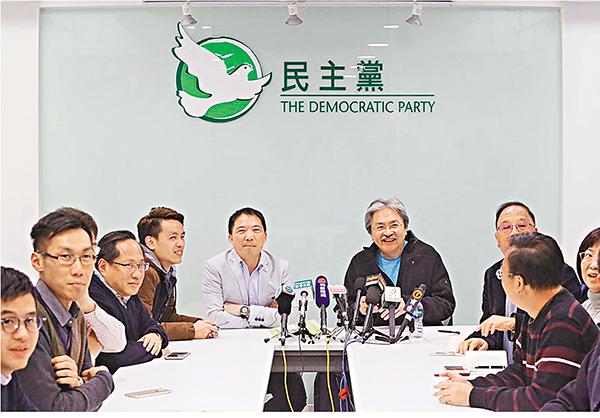 ■特首參選人曾俊華2月12日約見民主黨,會面約一個半小時。曾俊華前日獲民主黨提名。網上圖片