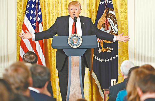 ■特朗普在記者會上斥責記者在他上任後多次作出不公平報道。 美聯社