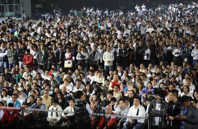 部份人身著白衣,寓意「警察的純」(記者麥鈞傑攝)