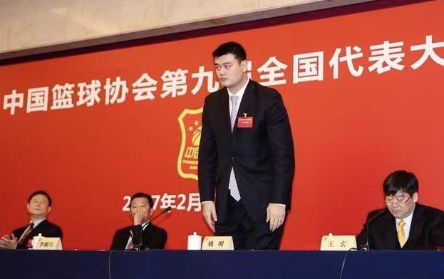 姚明(右二)當選中國籃協新任主席。