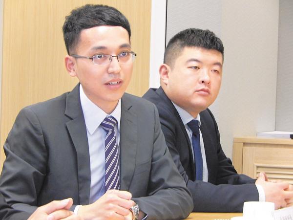 ■蔡錦鐘(左)指香港僱主愈見重視僱員是否具備內地學習背景。 姜嘉軒  攝