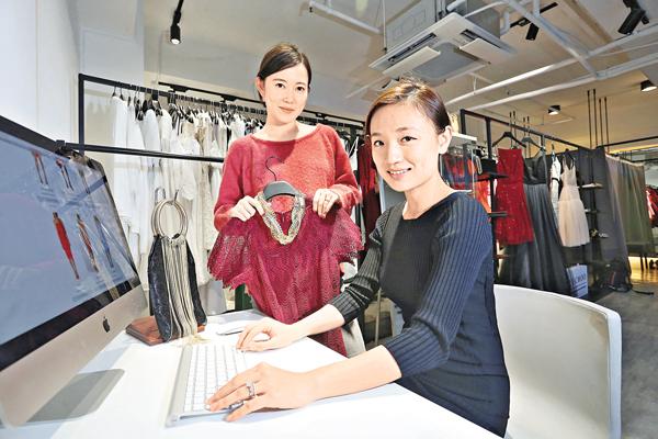 ■Abby(右)指,目前平台會員人數逾10萬。旁為Shan Shan。